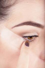 How-to-Use-Scotch-Tape-to-Perfect-Your-Liquid-Eyeliner